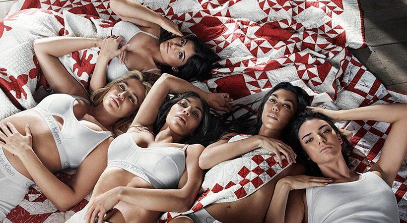 Družina Kardashian objavila vsakoletno praznično fotografijo