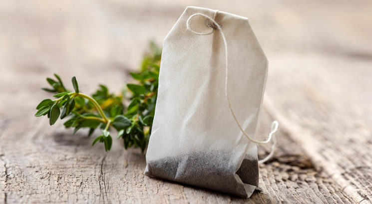 Kaj se zgodi, če vrečko zelenega čaja masiraš po ustnicah