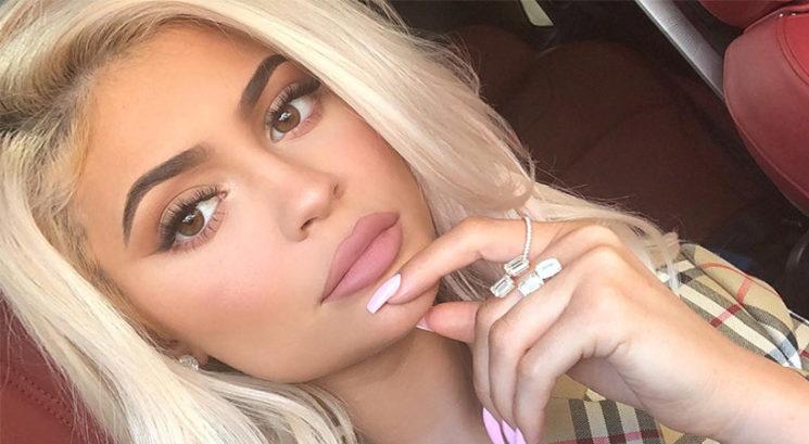 Ali je Kylie Jenner pravkar razkrila, da je drugič noseča?