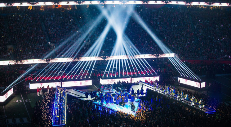 VIDEO: Maroon 5 zabavali množico med polčasom Super Bowla 2019