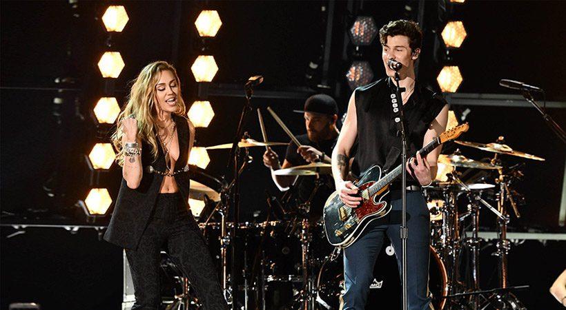 Moraš slišati! Nepozaben nastop Miley Cyrus in Shawna Mendesa na Grammyjih 2019