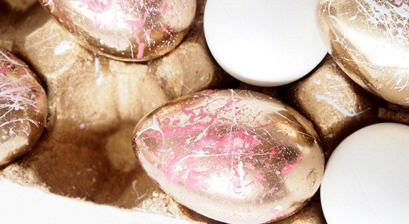 Velikonočna jajca: Stajliš z barvami pošpricana jajca