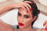 Kim Kardashian razkrila, kaj se skriva pod vsemi plastmi ličil!