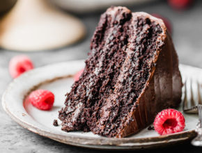 Zdravo in slastno: Brezglutenska čokoladna torta z vegansko kremo