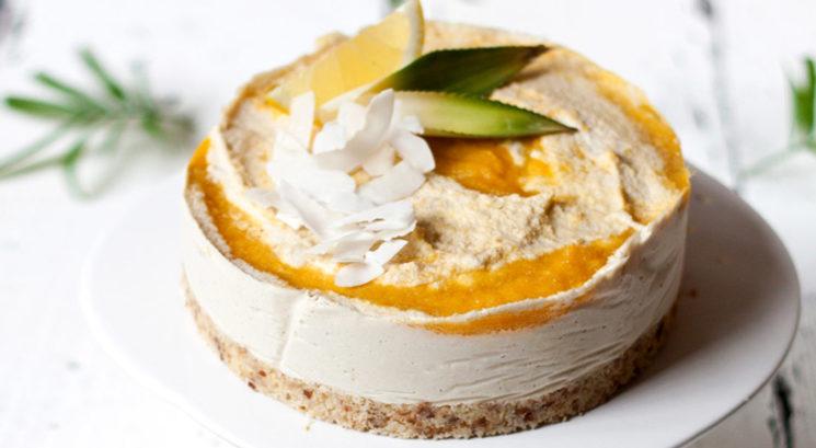 Veganski recept: Presna mango-kokosova skutina torta
