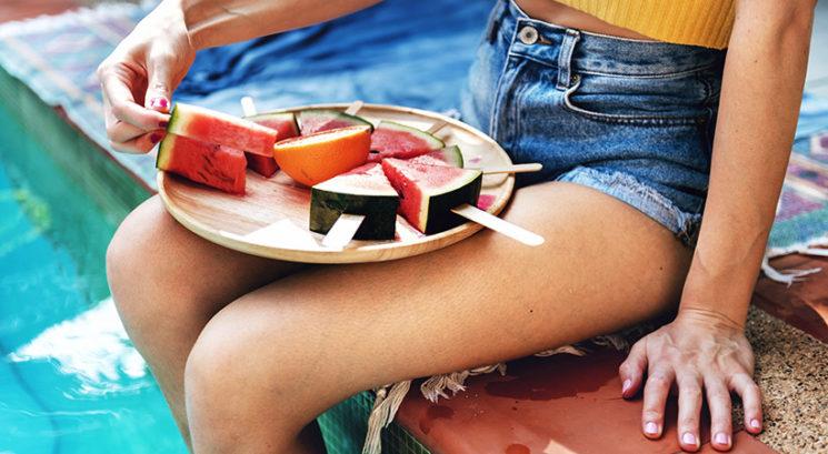 Pozor! TO bi morala obvezno narediti, preden razrežeš lubenico!