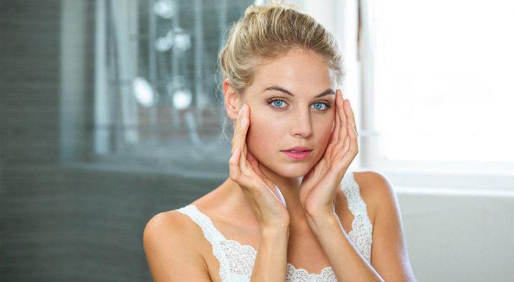 4 strašljiva dejstva, zakaj se ne bi smela dotikati obraza!