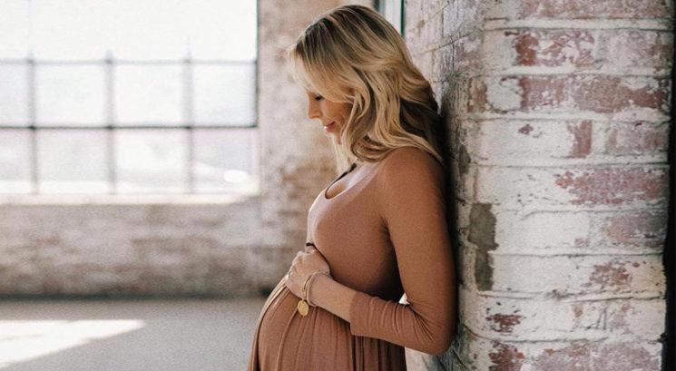 Lepotna dilema: Ali lahko med nosečnostjo barvaš svoje lase?