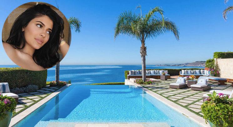 FOTO: Kylie Jenner v Malibuju najela dvorec za 450.000 dolarjev na mesec