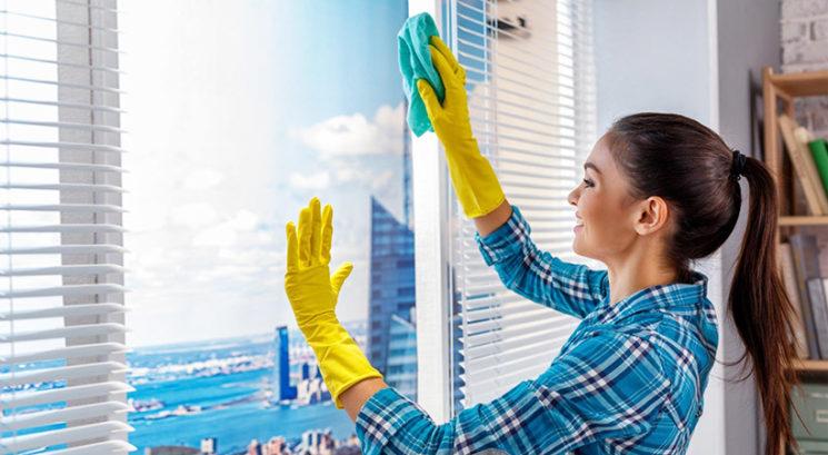 Čistilni trik, zaradi katerega bodo okna popolnoma čista in brez lis