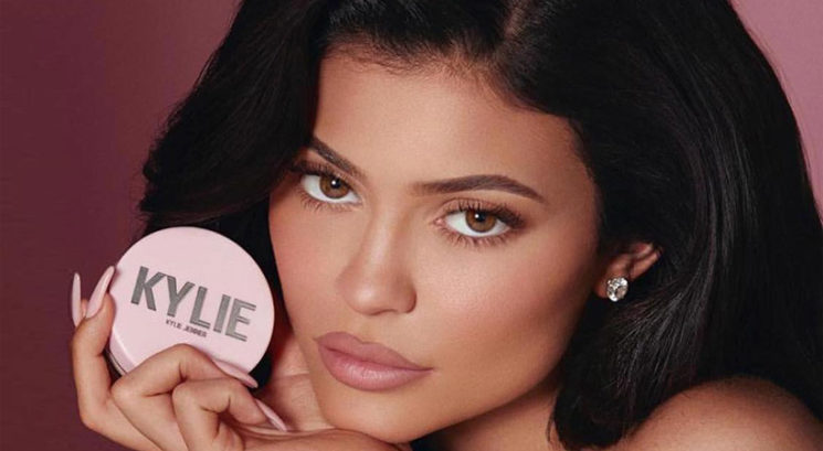 TOLIKO ponujajo Kylie Jenner za njeno lepotno znamko Kylie Cosmetics