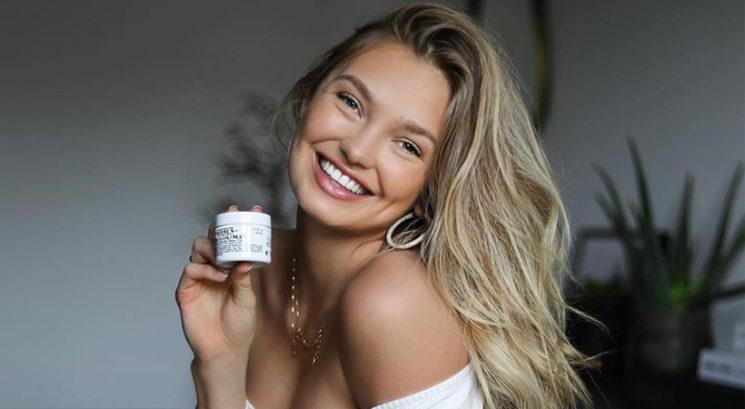Vitamin E: Zakaj bi ga morala začeti na kožo nanašati še danes