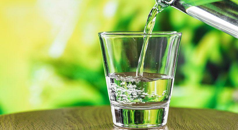 Zdravje: Kako lahko enostavno sami doma naredimo alkalno vodo