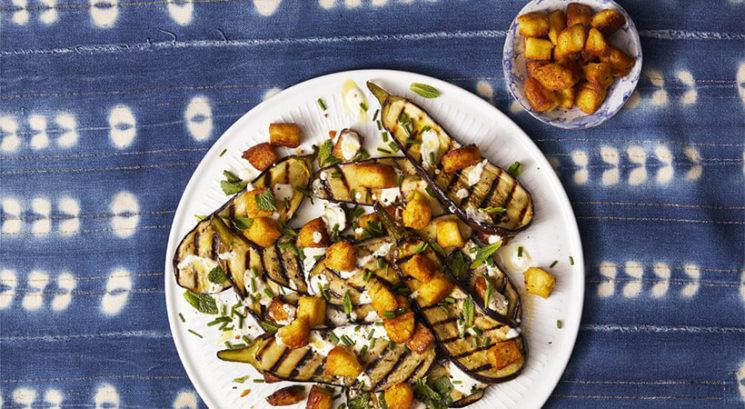 Poletni okusi: Pečeni melancani s čičerikinimi krutoni