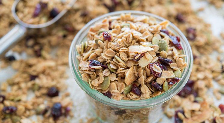 Hitro in zdravo: Najlažja domača granola s štedilnika (brez olja)