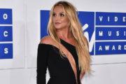 Ljudje besni na Britney Spears zaradi enega čevlja