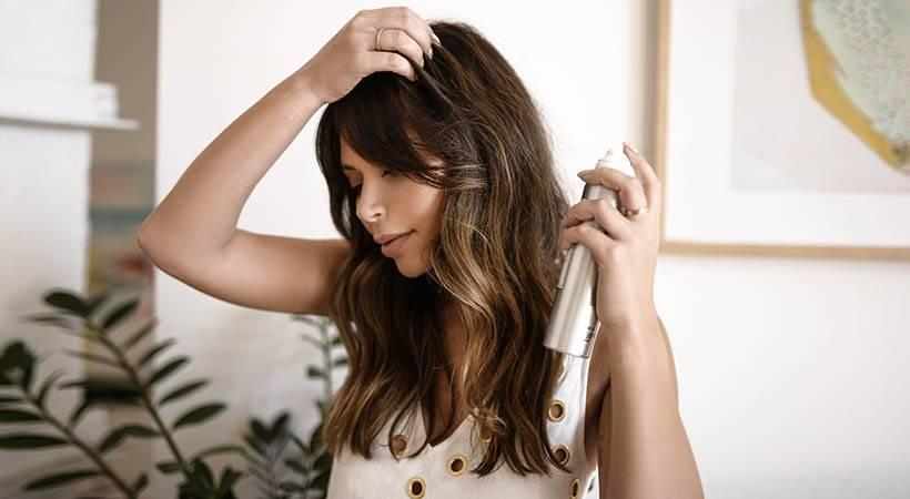 Suhi šampon: Trik, ki bo popolnoma preobrazil izgled tvojih las!