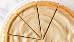 Veganski recept: Najboljša pita s slano karamelo (brez sladkorja)