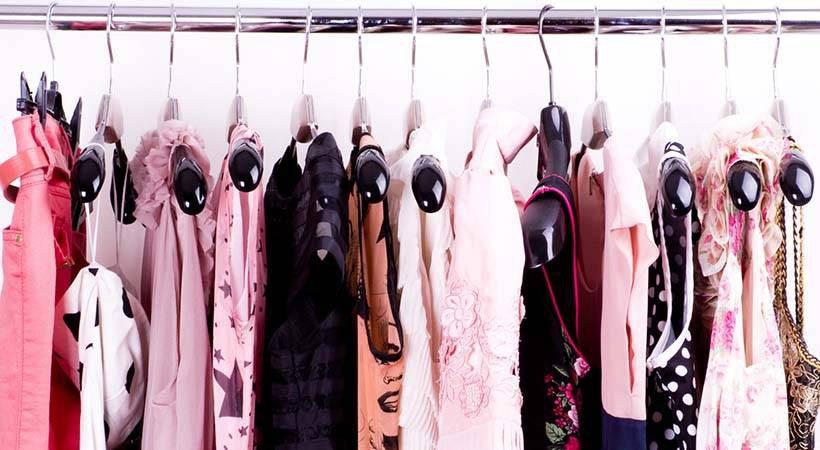 Najučinkovitejši načini obešanja oblačil v omari