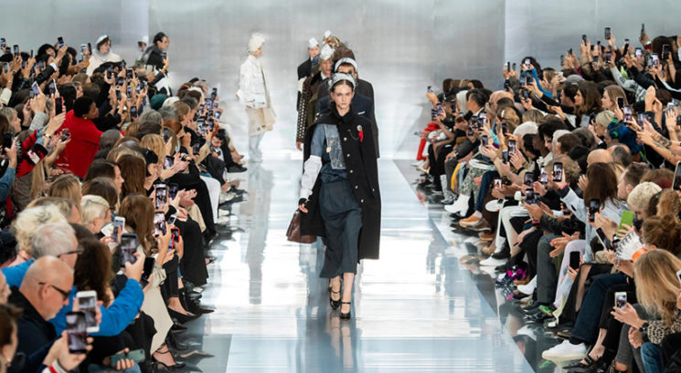Moraš videti! Epski sprehod modela na pariškem tednu mode nasmejal vse