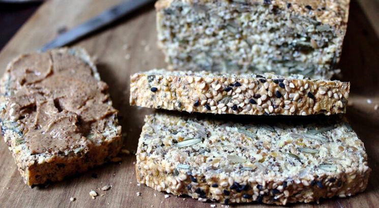 Recept: LCHF kruh s semeni