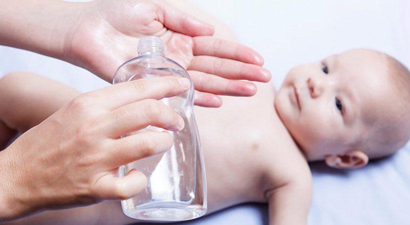 Prihrani čas in denar! To je 10 izjemnih načinov uporabe olja za dojenčke