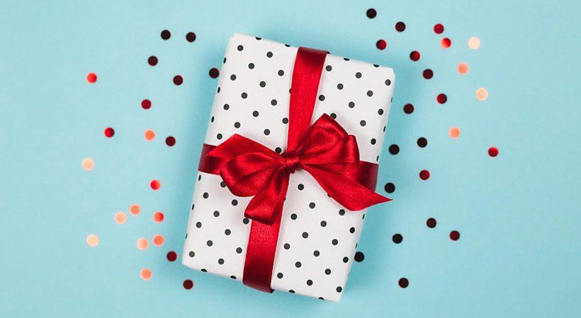 Kako enostavno narediti čudovito pentljo za darila