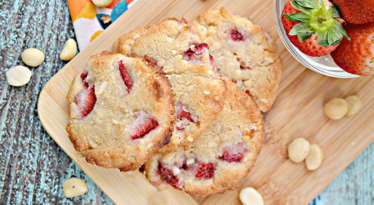 Recept: Keto makadamija piškoti z jagodami
