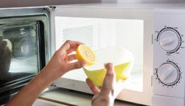 Kako najlažje očistiti mikrovalovno pečico