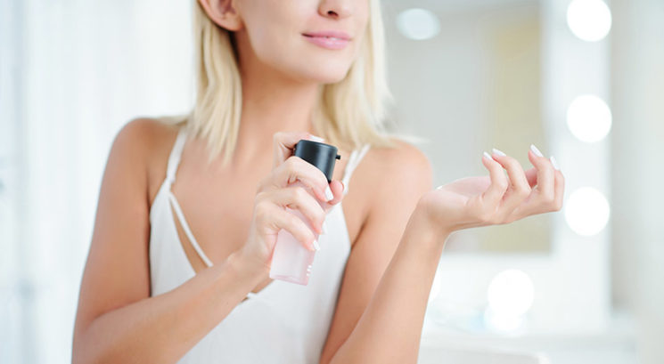 Triki s parfumom, zaradi katerih boš bolje in dlje časa dišala