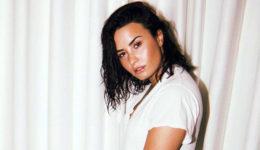 Demi Lovato pokazala nosečniški trebušček!