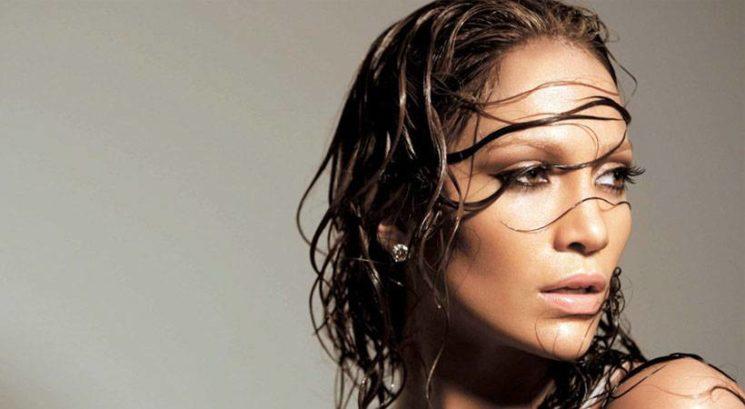 Res lahko zboliš, če si pozimi na zraku sušiš lase?