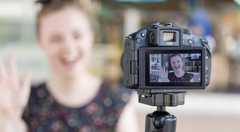 5-letna Rusinja s cerebralno paralizo je tretja najbolje plačana Youtuberka!