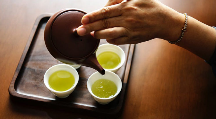 Nova študija razkrila, da ti uživanje zelenega čaja…