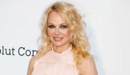 Presenečenje! Pamela Anderson je poročena!