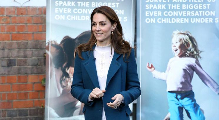 Kako Kate Middleton pod krili skriva uteži, da se izogne neželenim pripetljajem
