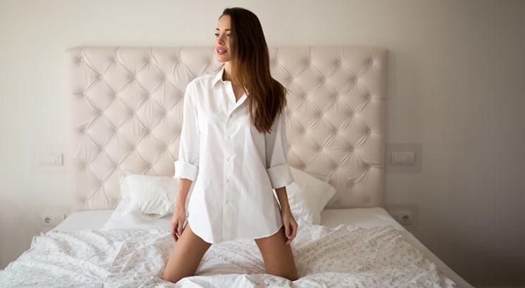 Poceni dekorativni triki, ki v trenutku povečajo vsako spalnico