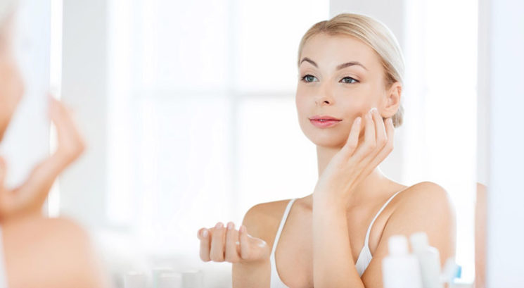 Je vlažilna krema z zaščitnim faktorjem enako dobra kot sončna krema?