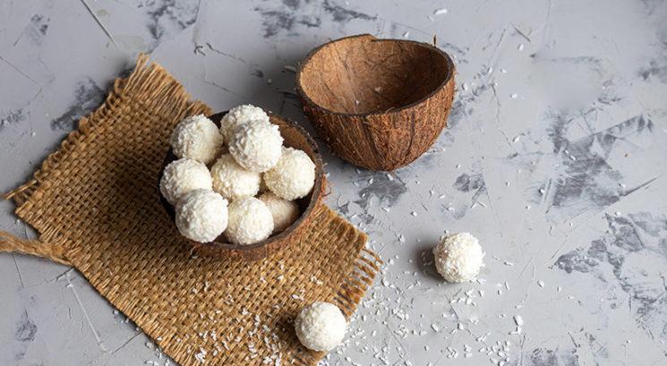 Slastno in zdravo: Veganske Raffaello kokosove kroglice