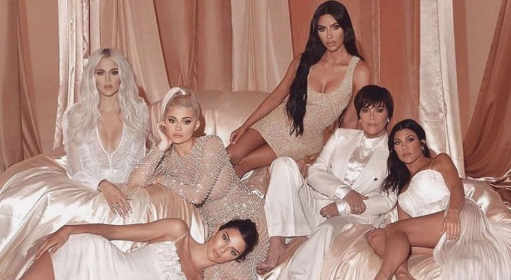 Serija Keeping Up With The Kardashians zaradi koronavirusa snemana s telefoni