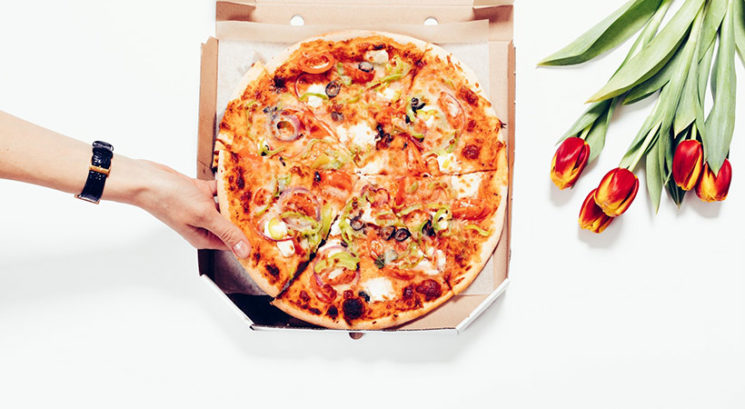 Zakaj bi morali pizzo pogrevati s sirovo stranjo obrnjeno navzdol