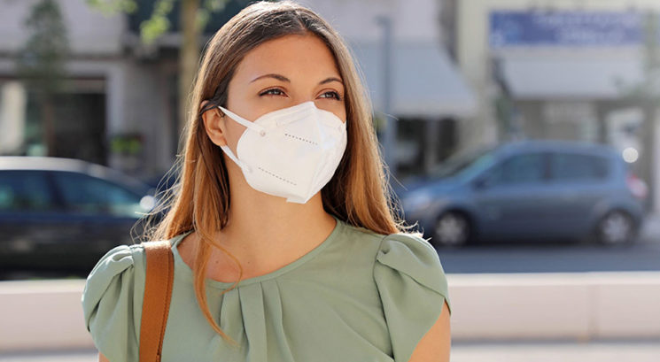 Kako se naličiti, če boš večino dneva nosila masko