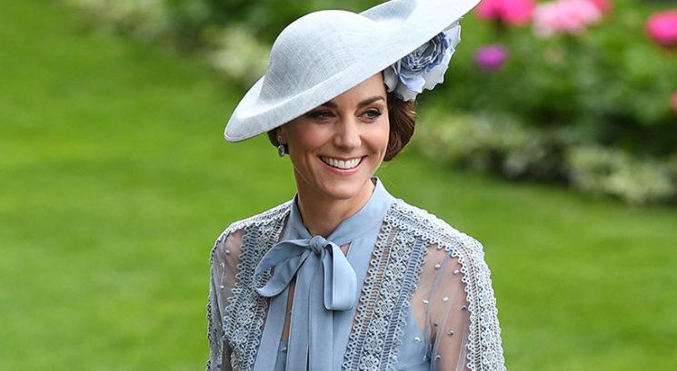 Kraljevi trik: Zakaj pri Kate Middleton nikoli ne vidimo naramnic od nedrčka