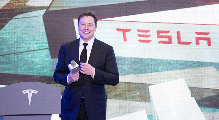 Ženske kratke hlače znamke Tesla razprodane v le nekaj minutah!