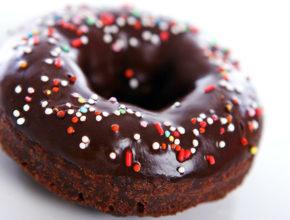 Beljakovinski recept: 90-kalorijski čokoladni krof
