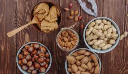 Katero maslo je v resnici bolj zdravo: mandljevo ali arašidovo?