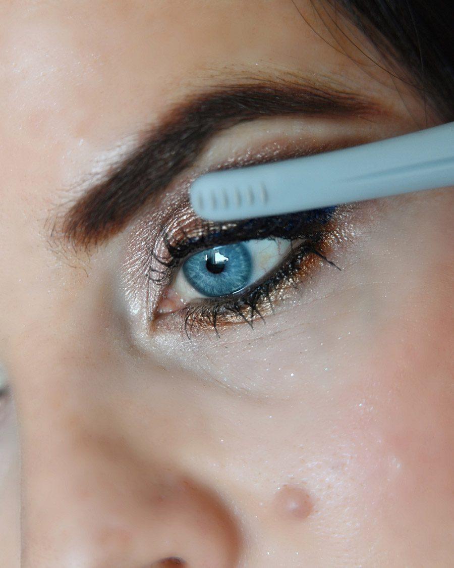 Lorella Flego pri ličenju največ pozornosti namenja izboru ličil, s katerimi še bolj izpostavi svoje modre oči. (foto: ZEN, promocijski material)