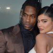 Nam želita Kylie Jenner in Travis Scott kaj sporočiti?